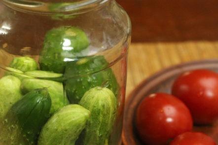 laying cucumbers in a jar