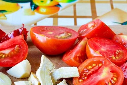 Нарежете зеленчуците