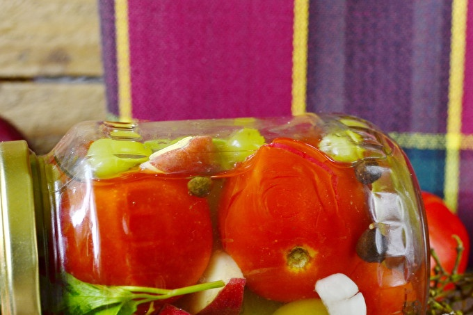 Assorted Tomatoes With Grapes