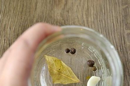 pepper, laurel and garlic in a jar