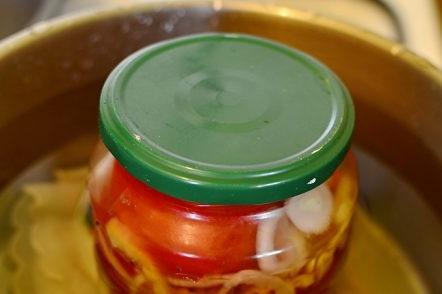 буркани за стерилизация с домати