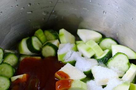добавете подправки и пикантен кетчуп
