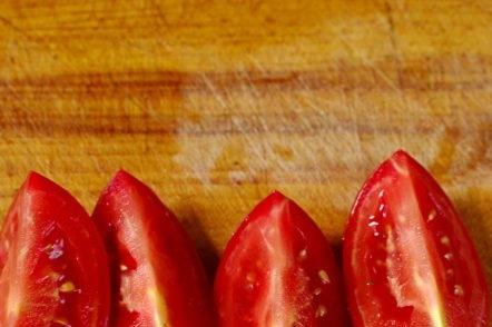 нарязани домати