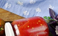 raw adjika from tomato and garlic