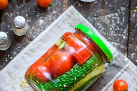 бурканче с мариновани зеленчуци