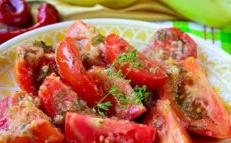 tomates aux herbes et à l'ail