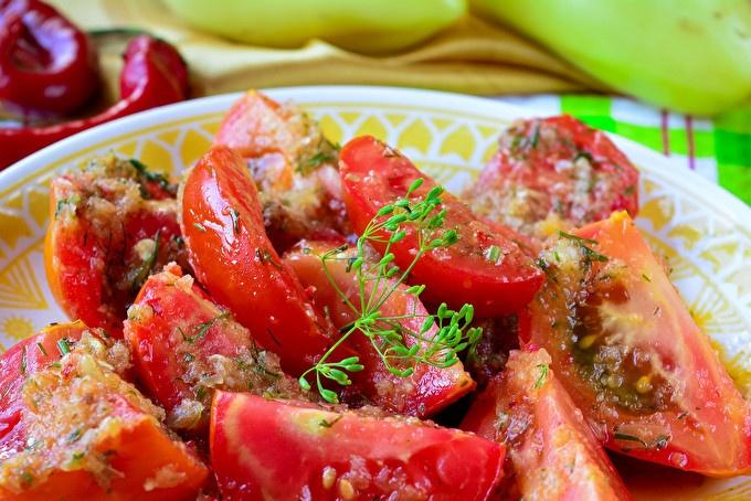 домати с билки и чесън