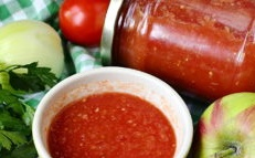 Tomato ketchup with apples