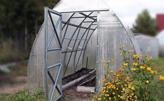 preparing the greenhouse for the winter