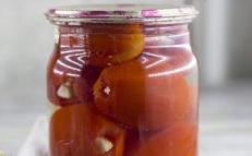 домати с чесън