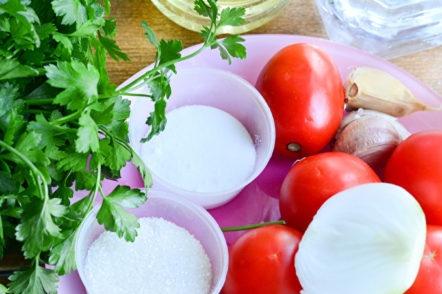 домати и подправки за рецептата