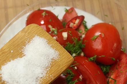 ajouter du sel et du sucre