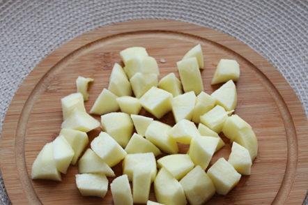 нарязана ябълка