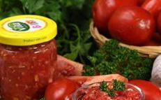 Tomato horloder with horseradish