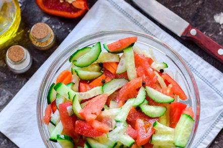 поставете зеленчуците в купа