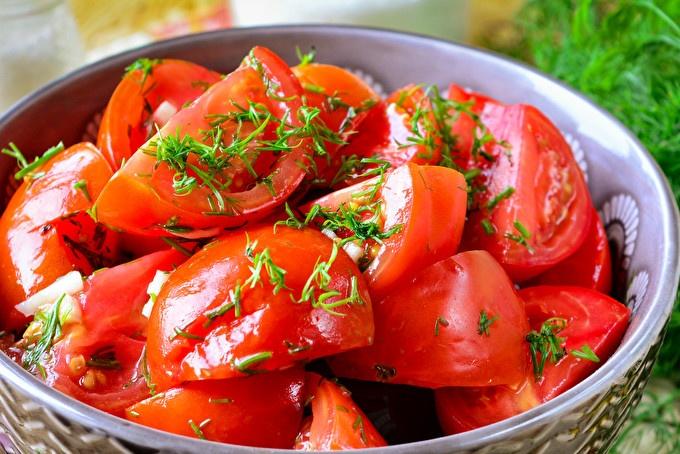 Леко осолени домати в опаковка