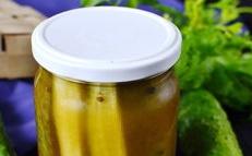 Краставици в доматен сос