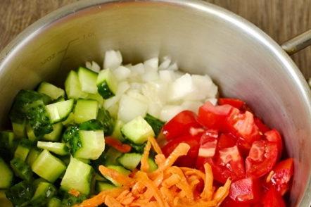 всички зеленчуци в тигана