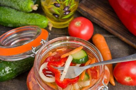 салата с домати и краставици