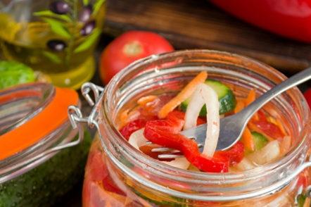 зеленчукова салата за зимата