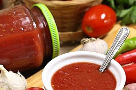 sauce of tomatoes and basil