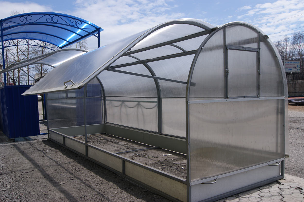 Cellular polycarbonate for greenhouses