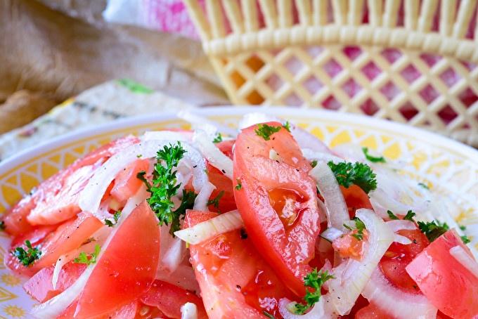 Uzbek salad with tomatoes
