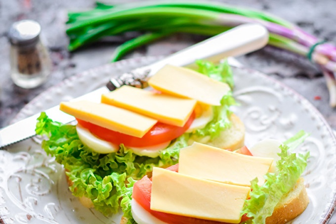 Tomato and Cheese Sandwiches