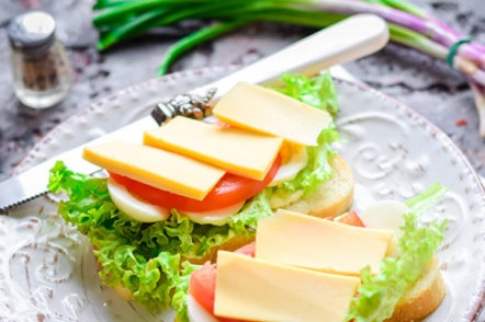 snack of bread, tomato and cheese