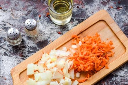 carottes et oignons hachés