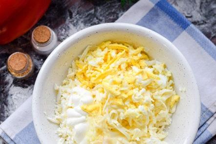 ajouter l'œuf et l'ail