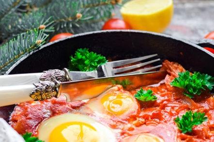 oeufs brouillés aux tomates et aux poivrons