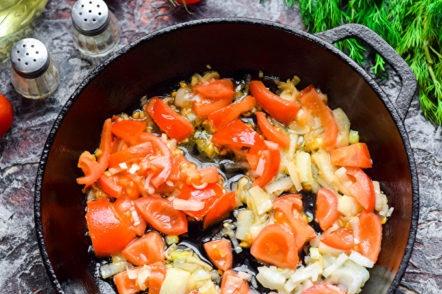 faire frire les tomates et les oignons
