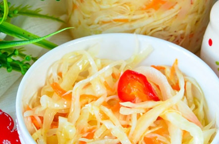quick pickled cabbage with bell peppers