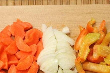Нарязвайте зеленчуците