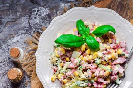 pailles à salade avec saucisse